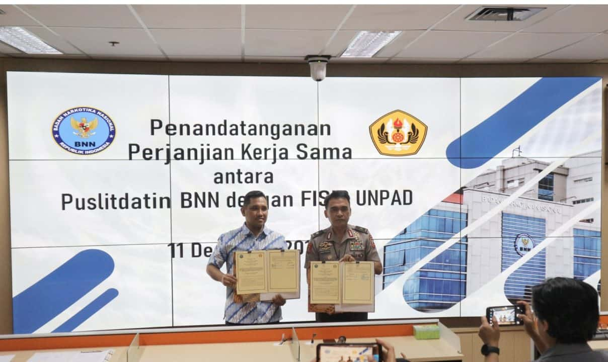 Penandatanganan PKS antara Puslitdatin BNN dengan Fakultas Ilmu Sosial dan Ilmu Politik Universitas Padjajaran